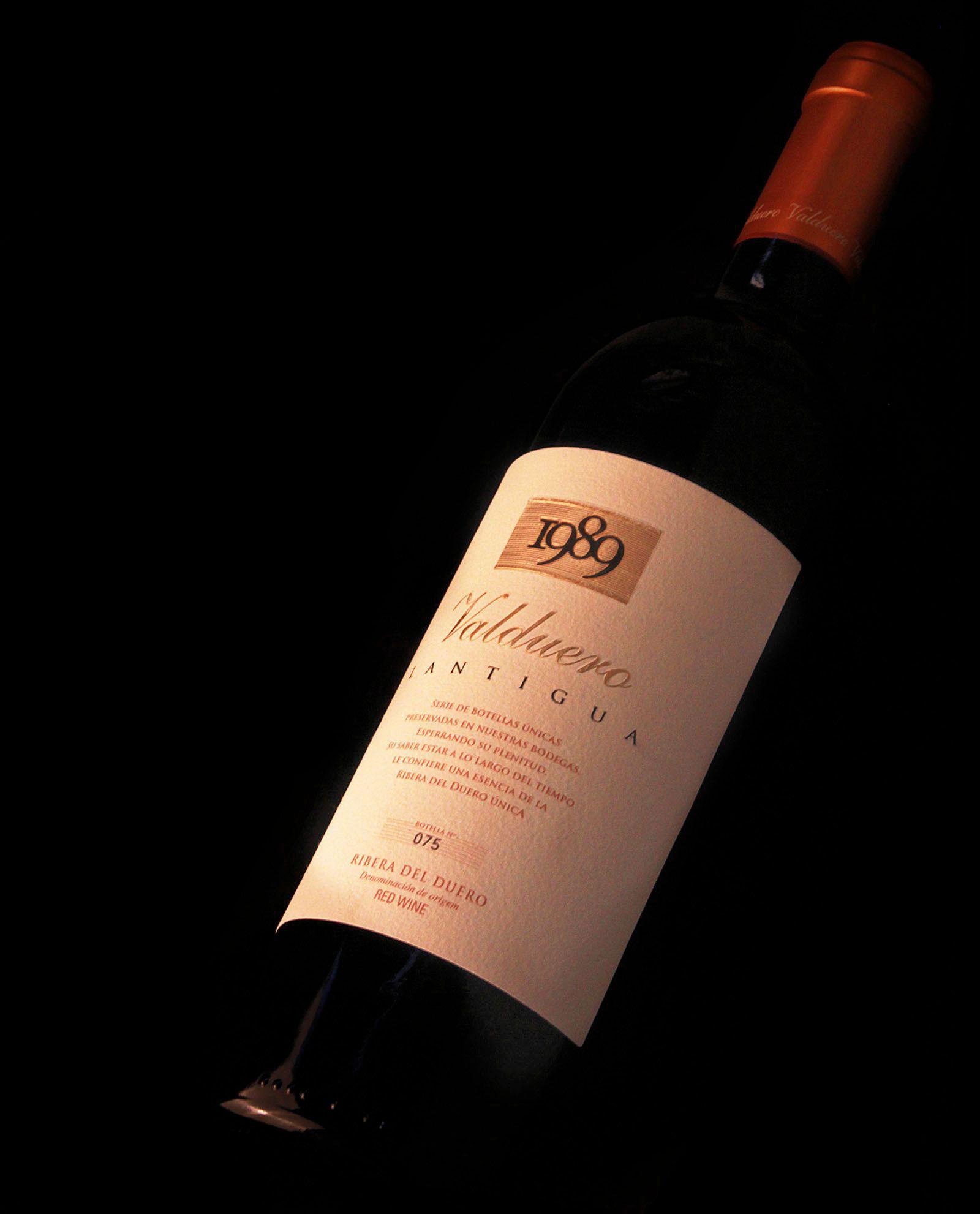 Detalle de Botella de vino de lujo Valduero lantigua, vino de lujo de la Ribera de Duero