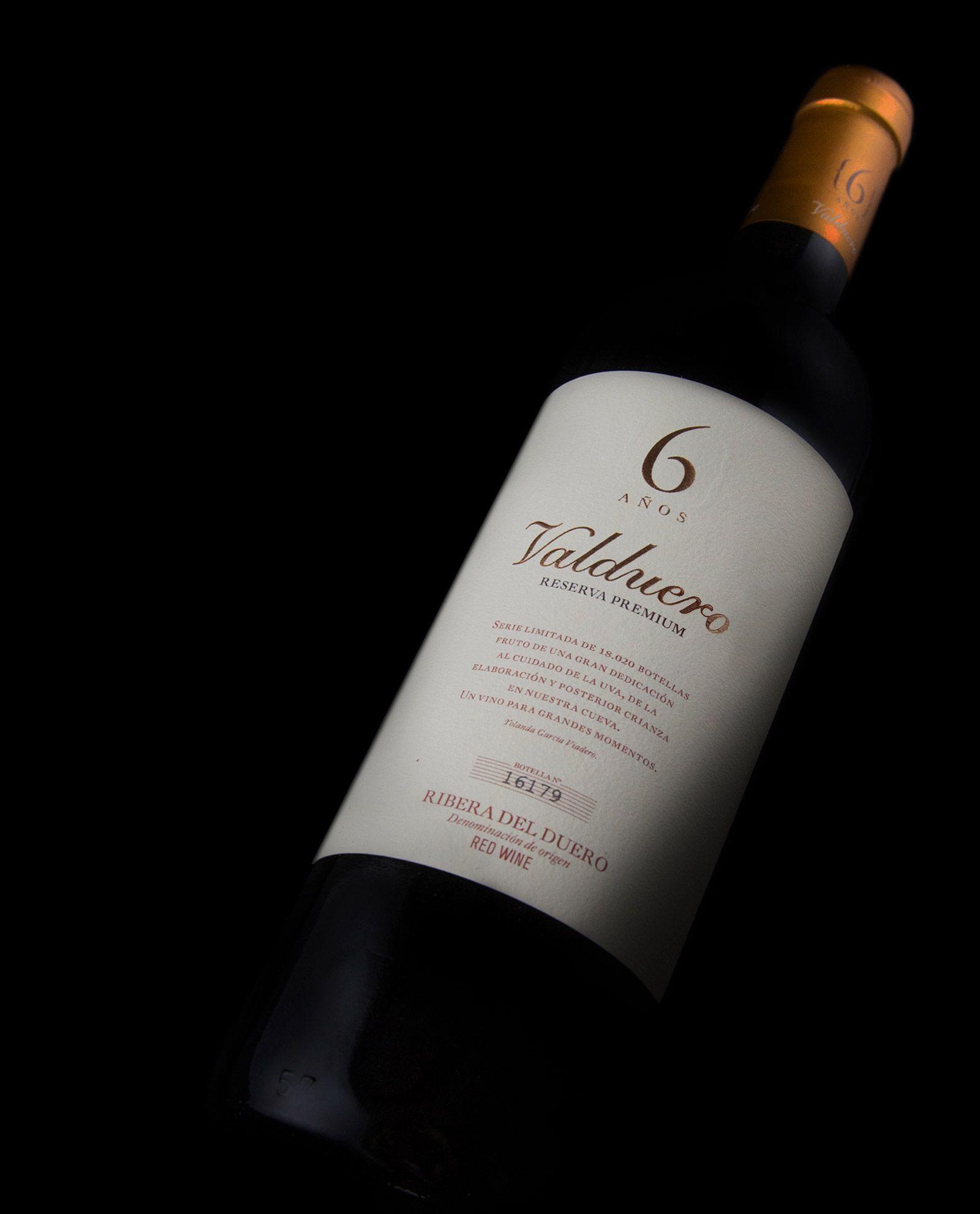 Botella de Valduero 6 años tumbada, vinos tintos de la Ribera del Duero