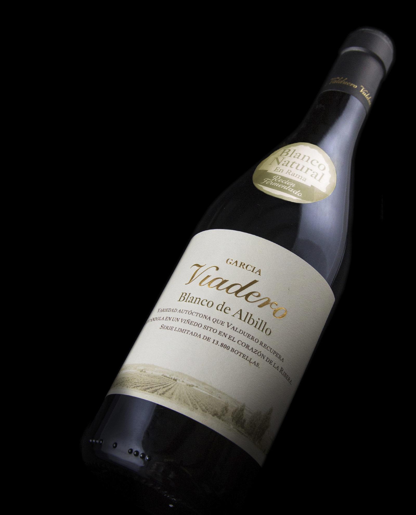 Detalle de la Botella de vIno blanco García Viadero