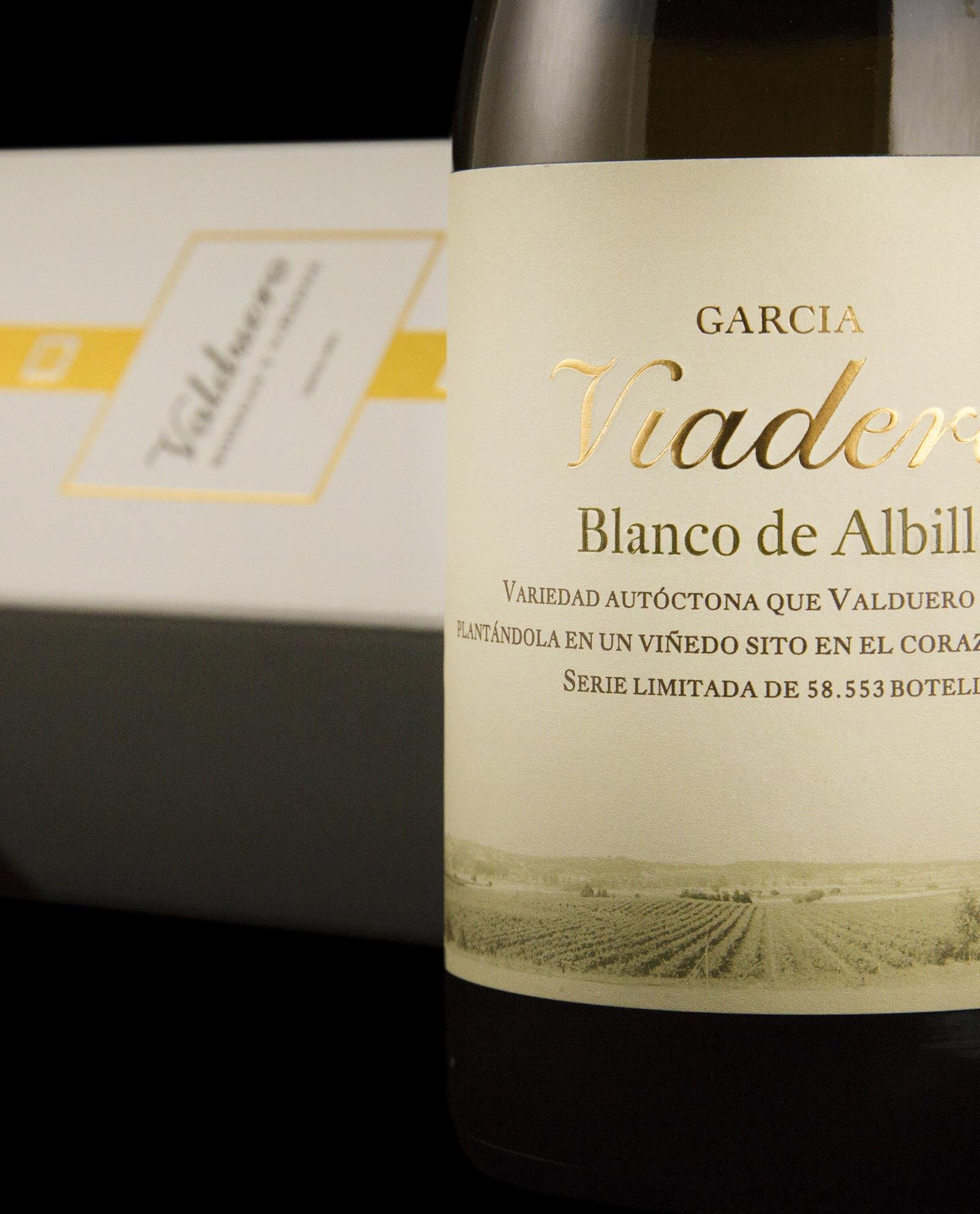 Detalle de la botella VIno blanco de albillo de Bodegas Valduero